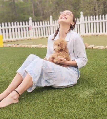 Millie Bobby Brown méconnaissable dans une tenue blanche sur Instagram 640