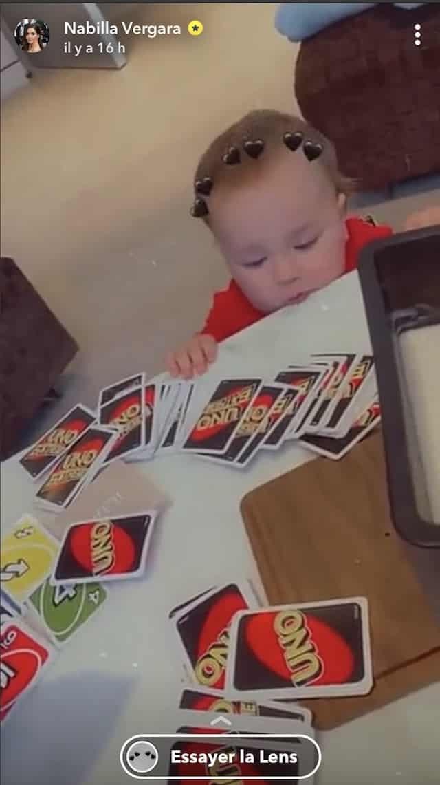 Nabilla et Thomas Vergara tentent de jouer au Uno avec Milann !