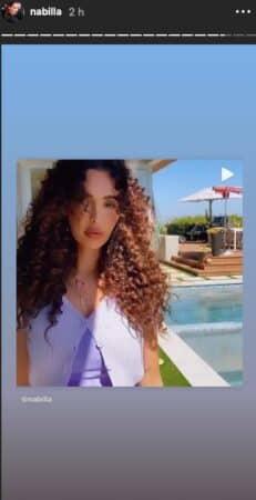 Nabilla très nostalgique de ses cheveux frisés sur Instagram !