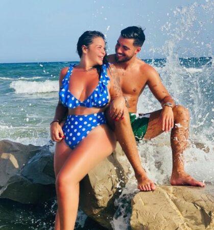 Sarah Fraisou s'affiche amincie en bikini rouge à la mer 640