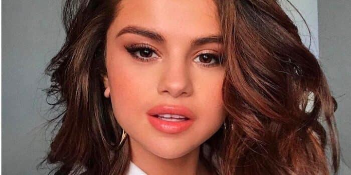 Selena Gomez créé son propre parfum de glace et se régale dans une vidéo 24082020-