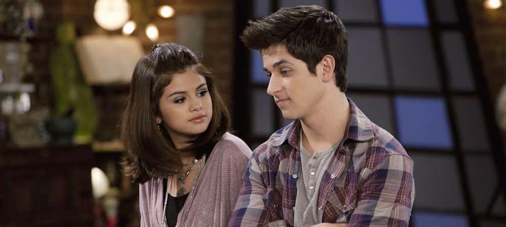 Selena Gomez prend la pose avec son ancien co-star David Henrie 1000