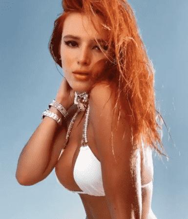 Bella Thorne, sexy dans son bikini blanc