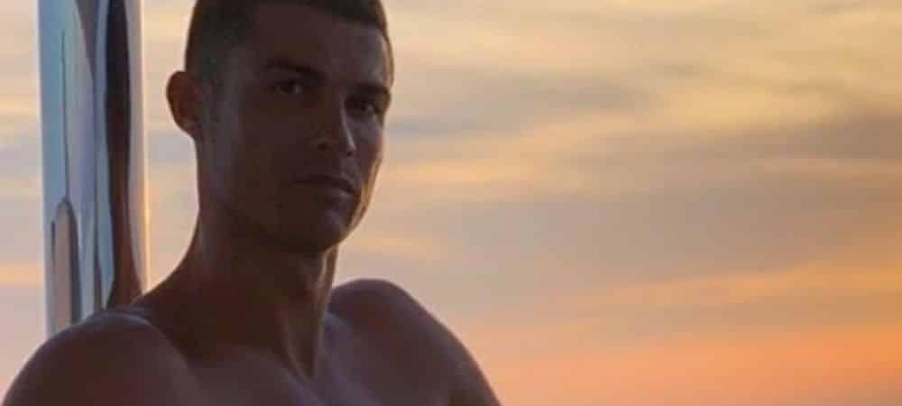 Cristiano Ronaldo dévoile ses abdos et fait craquer ses fans !
