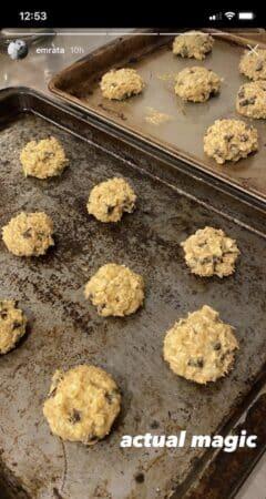 Emily Ratajkowski dévoile sa recette de cookies maison sur Instagram !