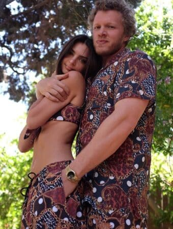 Emily Ratajkowski s'affiche dans un t-shirt XXL avec son chéri Sebastian 640