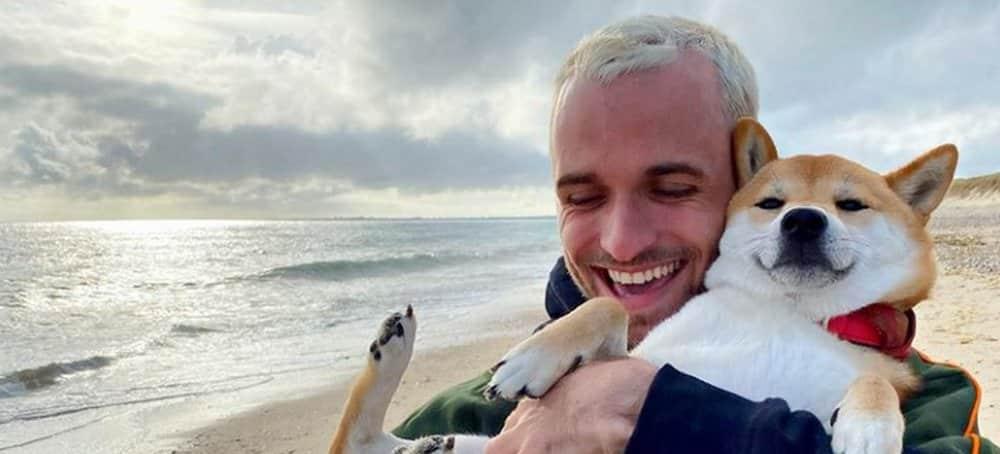 Instagram: Squeezie vit actuellement sa meilleure vie avec son chien !
