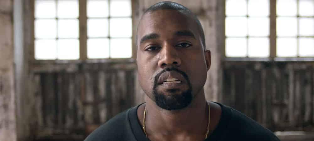 Kanye West se filme en train d'uriner sur un Grammy Award
