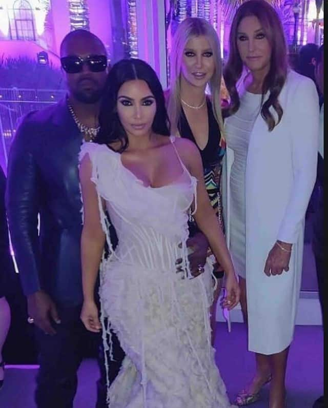 Kim Kardashian ose la tenue moulante 100% violette sur Instagram !