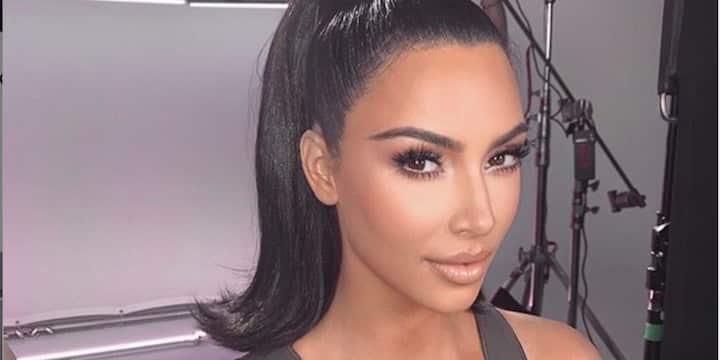 Kim Kardashian s'affiche avec des chaussures excentriques et fait l'unanimité 720