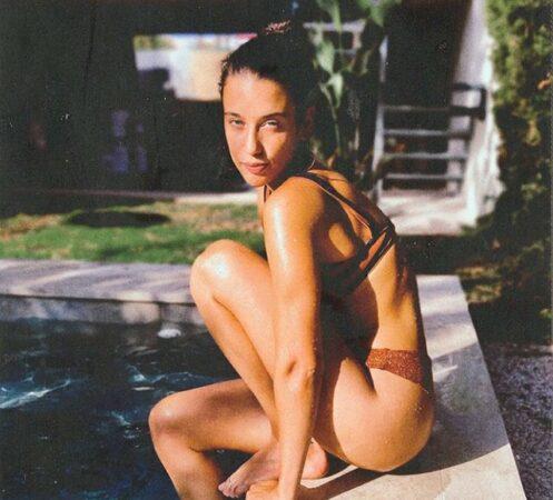 María Pedraza dévoile son corps de rêve en bikini blanc ultra sexy !