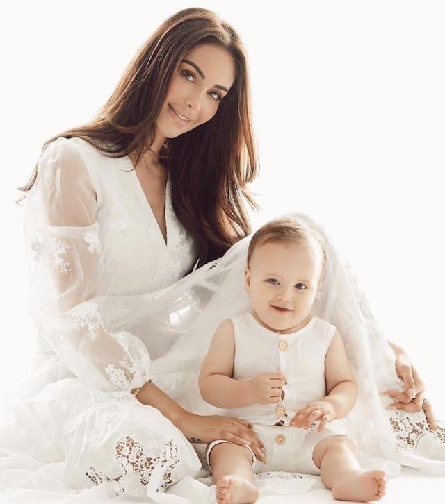 Nabilla fait craquer la Toile en tenue décontractée avec son fils Milann !