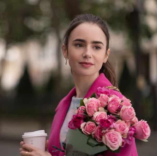 Emily in Paris: Lily Collins publie sa routine beauté à la française !