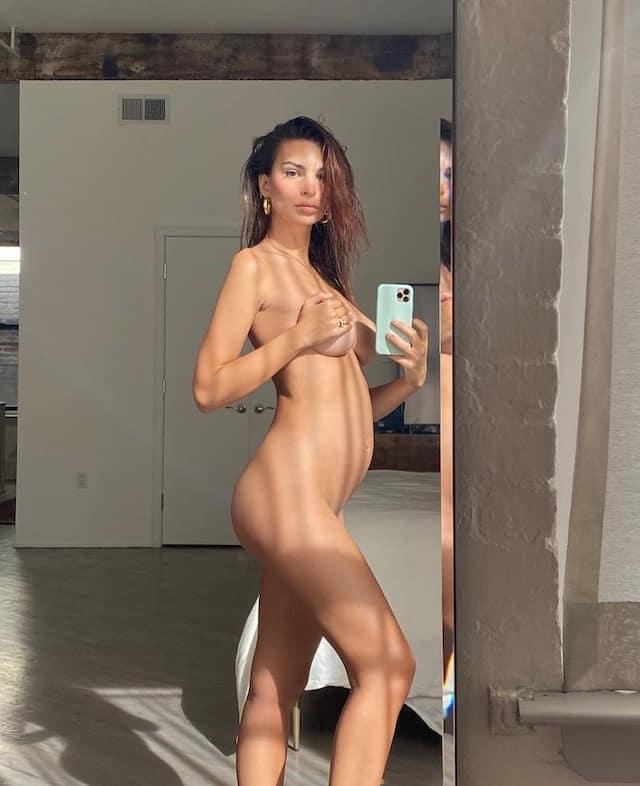 Emily Ratajkowski enceinte et fière d'afficher son nouveau corps 640