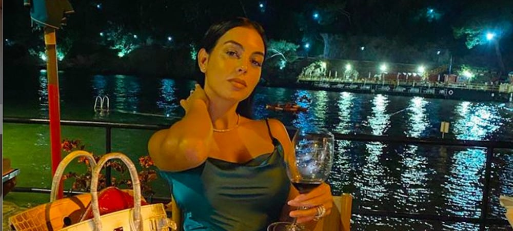 Georgina Rodríguez sexy elle pose en brassière de sport 15102020-