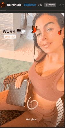 Georgina Rodríguez sexy elle pose en brassière de sport post-workout 15102020-