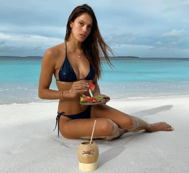 Iris Mittenaere dévoile son corps de rêve en bikini !