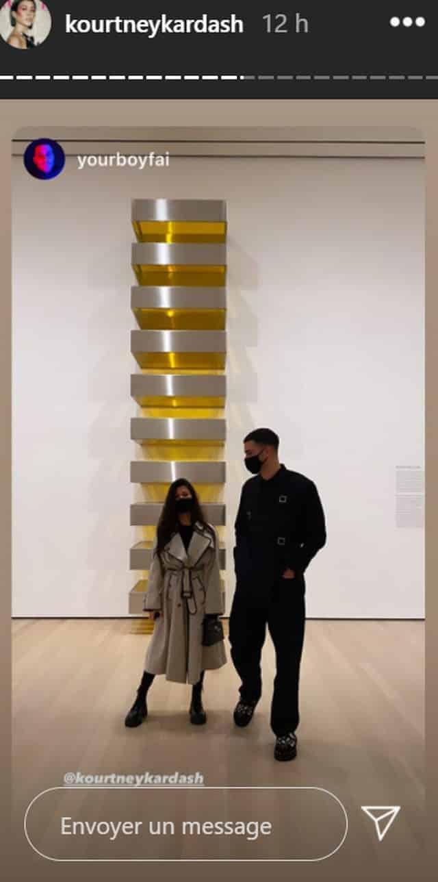 Kourtney Kardashian visite le célèbre MOMA de New York avec ses amis !