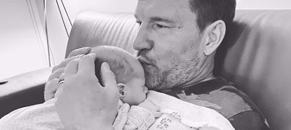 TPMP: Benjamin Castaldi prend la pose avec son bébé Gabriel !