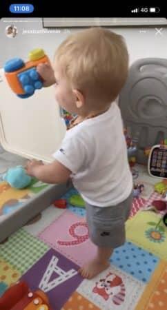 Jessica Thivenin heureuse de jouer avec son adorable fils Maylone !