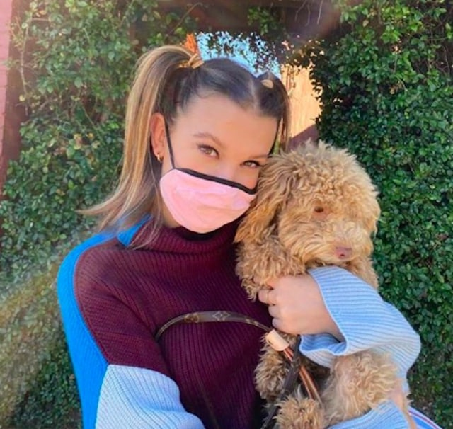 Millie Bobby Brown soutient une fan atteinte du cancer !