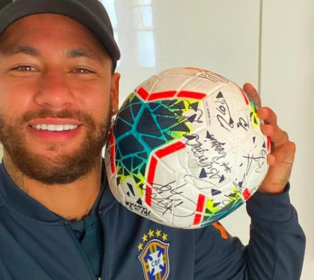 Neymar invite ses fans à participer à un concours en collab avec Diesel !