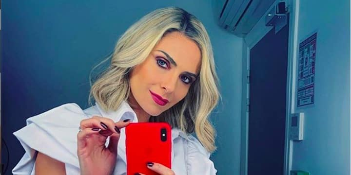 Clara Morgane sexy pour teaser son calendrier 2021 sur Instagram !