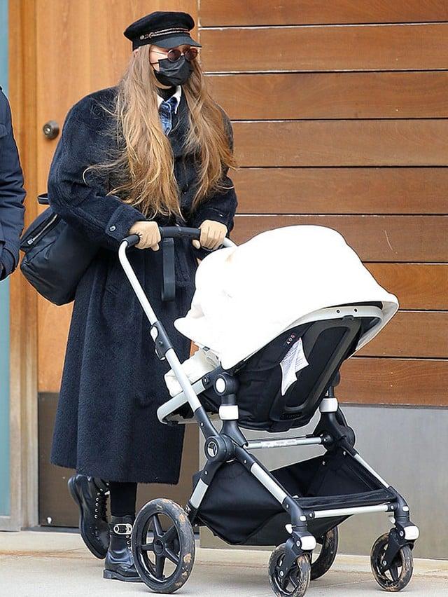 Gigi Hadid sort avec sa fille pour la toute première fois !