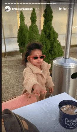 Khloé Kardashian: sa fille True est déjà une vraie star avec ses lunettes !