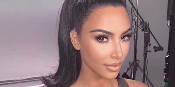 Kim Kardashian dévoile ses fesses dans une tenue hivernale stylée 720
