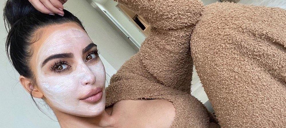 Kim Kardashian s'affiche en pleine sieste avec sa meilleure amie !