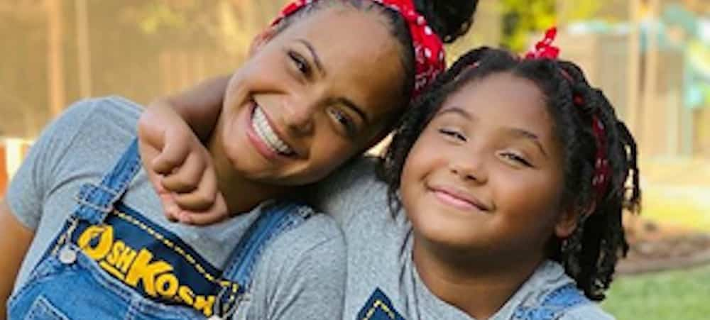 Christina Milian confie sa jolie chevelure à sa fille Violet Madison !