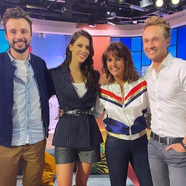 Iris Mittenaere s'affiche sur le plateau de France 2 avec Faustine Bollaert !