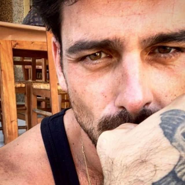 Michele Morrone (365 Dni) dévoile ses tatouages et enflamme la toile !