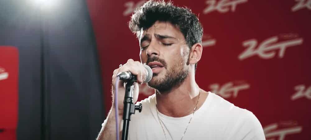 Michele Morrone offre un mini-concert à ses premiers fans ses fils1000