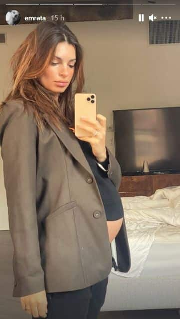 Emily Ratajkowski dévoile son baby bump XXL dans un look casual !