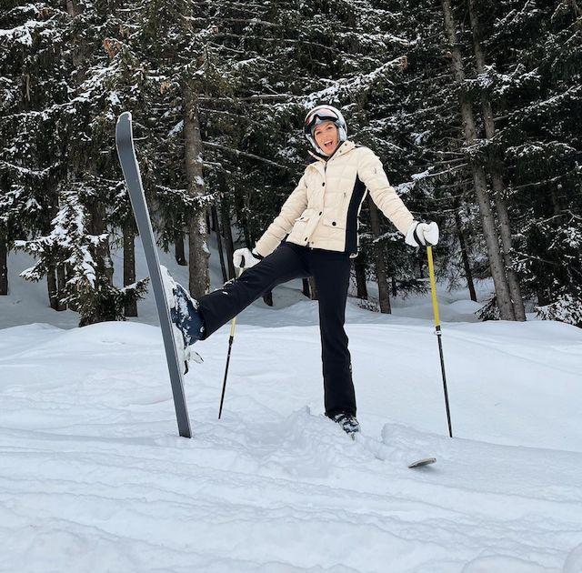 Iris Mittenaere très classe en train de faire du ski sur Instagram !