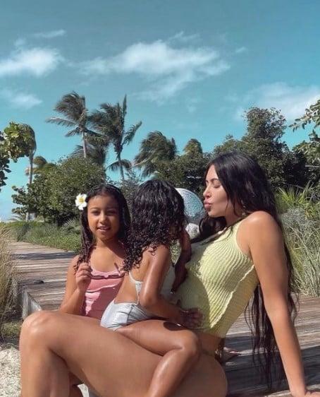 Kim Kardashian et Kylie Jenner s'offrent des vacances de rêve avec leurs filles !