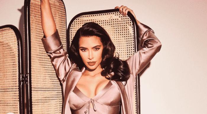 Kim Kardashian ultra sexy en mode pin up pour la promo de SKIMS !