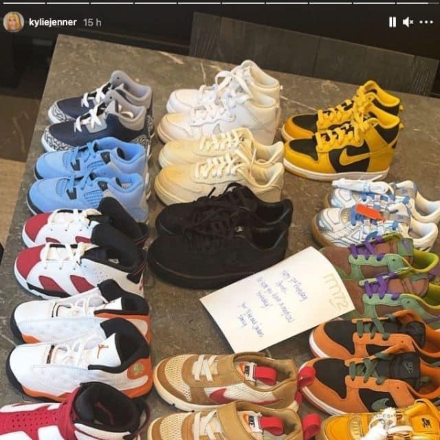 Kylie Jenner dévoile l'énorme collection de chaussures de Stormi !