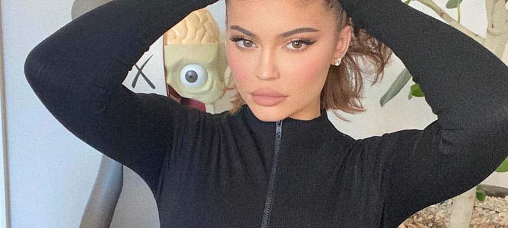 Kylie Jenner fan de la nouvelle marque de Jennifer Lopez «JLo Beauty» !