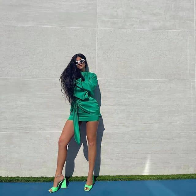 Kylie Jenner torride dans une tenue toute verte et sexy sur Instagram !