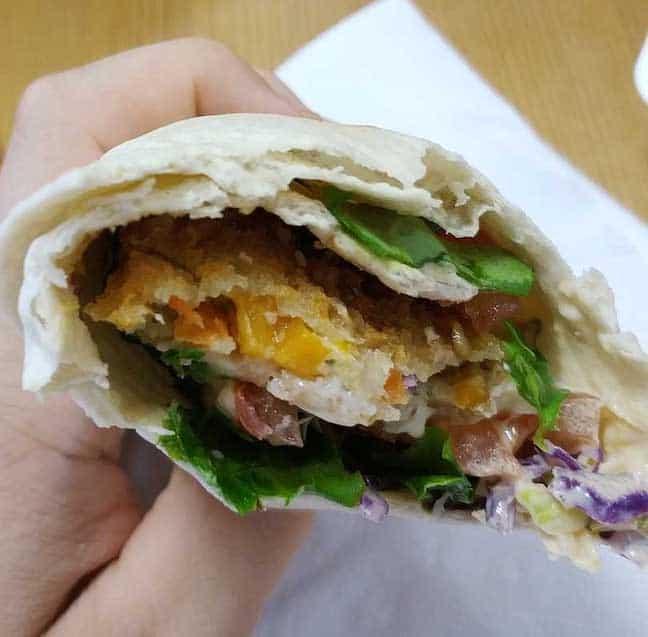 McDonald's- une végétarienne découvre du poulet dans son Wrap Veggie
