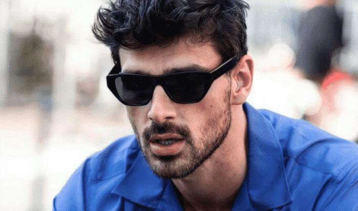Michele Morrone en mode bad boy sexy avec des lunettes de soleil !