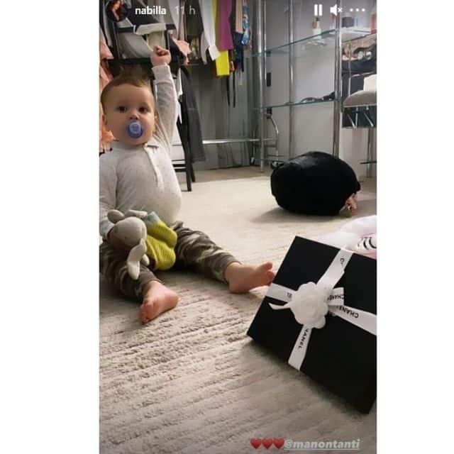 Nabilla aux anges avec le cadeau Chanel offert par Manon Marsault !
