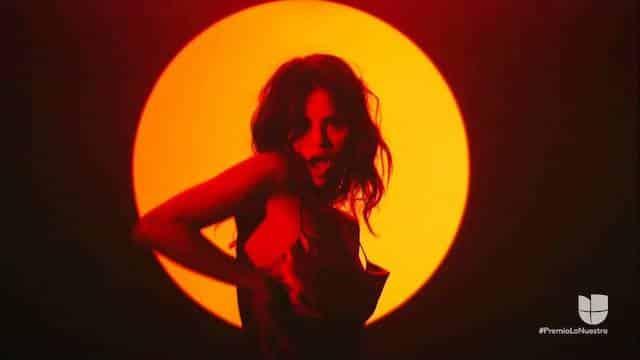 Selena Gomez enflamme la Toile avec sa performance sur Baila Conmigo !