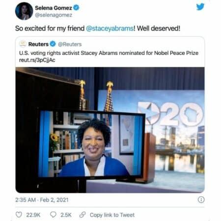 Selena Gomez soutient à fond la militante Stacey Abrams sur Twitter !