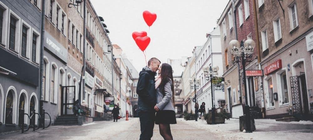 Tinder: Top 15 des meilleures questions pour faire craquer ton crush !