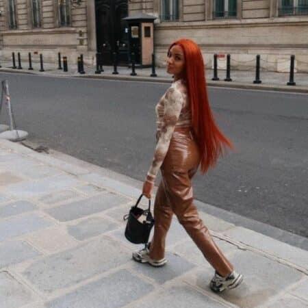 Wejdene très classe avec les cheveux rouges sur Instagram !