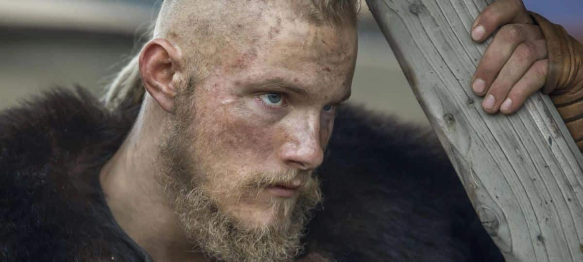 Alexander Ludwig (Vikings) ultra sexy pour l'émission «Heels» !